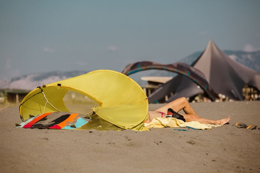 Strandmuschel Zelt aufbauen